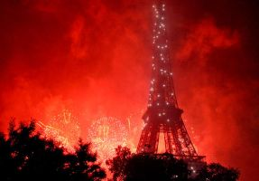 Fireworks of 14 July in Paris by marcobusoni