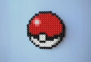 Hama - Pokeball by Maisykuv