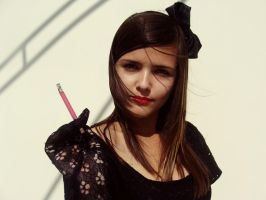 Her rouge on the cigarette... by MissChiuciX