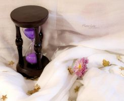 The hourglass by marialivia16