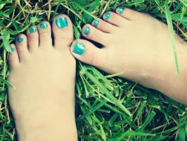 My Feet. In the grass. by SimplethingsFeet