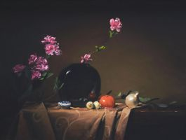 black vase with onions by David-McCamant