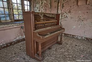 Old Piano by pewter2k
