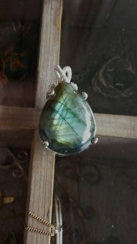 simple labradorite pendant by SophiaKanthak