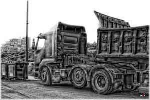Truck - HDR B'n'W by eeZoME