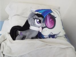 (MLP)Octavia Gets in Bed With a Vinyl Pillow by KrazyKari