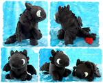 Sitting Chubby Toothless - handmade by Piquipauparro