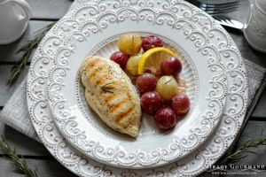 Chicken grilled with grapes by MirageGourmand
