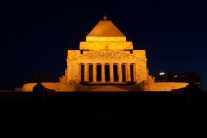 Night: Melbourne Shrine by DanielleMiner