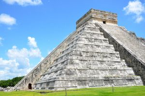 Chichen Itza Pyramid by joseluisrg
