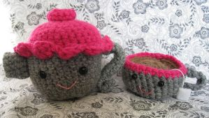 Crochet Teapot and Teacup by MermaidsNLattes