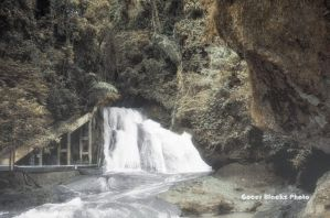 Bantimurung Waterfall by gocer-art