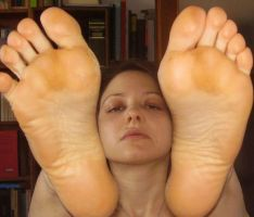 Face Between Bare Soles by SelfshotYourFeet