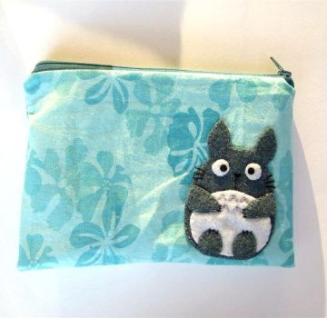 Totoro pouch by yael360