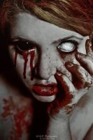 Carve a hole exquisit red by schneeweiss-blutrot