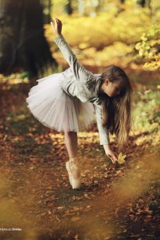 Autumn Girl by PhotoYoung