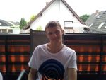 Meeee chilling at the balcony! :D by Hardii