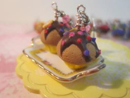 Chocolate cupcake earrings by CandyChick