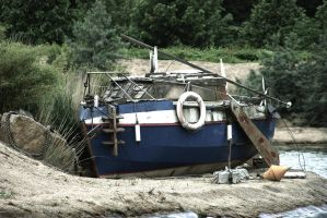 wrecked boat by stupidduck