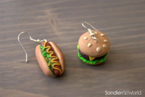 Hotdog and hamburger earrings by Sandien