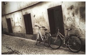 Bikes in the alley... by Pajunen