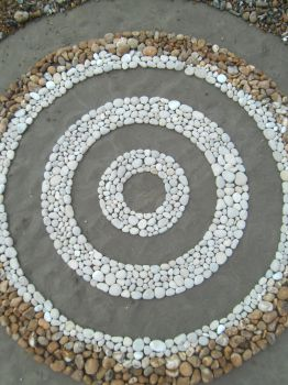 Concentric chalk circles by Dishtwiner