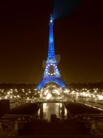 Paris at night by FunkyJeans
