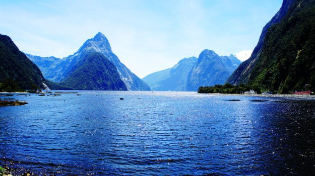 Milford Sound Lookout by Spacedivas
