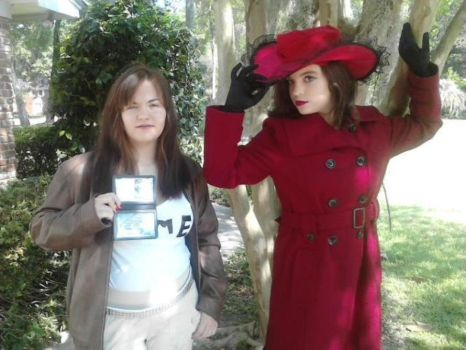 Carmen Sandiego and Ivy at Freecon 8 by greenfluffybunny