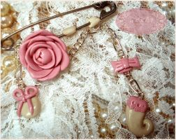 fimo clay rose's pin by AnnKT