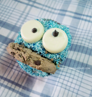 Cookie Monster Cupcake by mio-mio