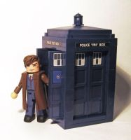 10th Doctor with Tardis by luke314pi