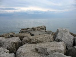 Sky, sea, rock by pueang