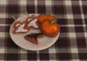 Halloween Cookies by DeliciousTrickery