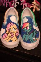 FlutterDash shoes by Leslers