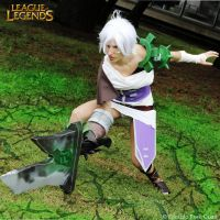 Riven: League of Legends by FairyScarlet