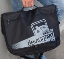 dA Laptop Messenger by deviantARTGear
