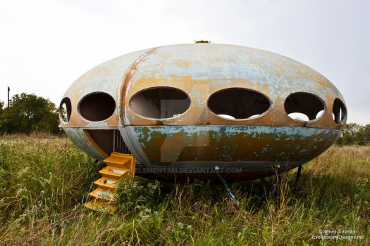 Abandoned Futuro House in Royse City, Texas by element321