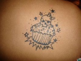 Skull and Cupcake by cantstopwontstop24
