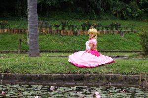 Beautiful Princess Peach  - Cosplay by MishiroMirage