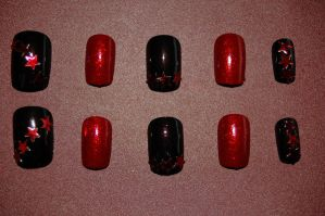 red glitter and black nail art by Coall