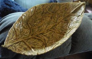 Leaf Fruit Bowl by Zonore
