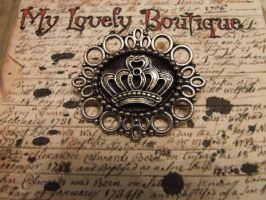 Crown Brooch by TheLovelyBoutique