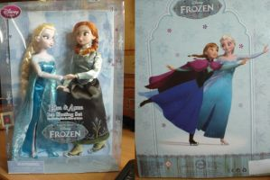 Mes dolls Elsa et Anna on Ice by Astrogirl500