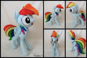 Rainbow Dash Presents by LumenGlace