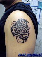 Celtic trinity knot with drago by EvilLittleBlue