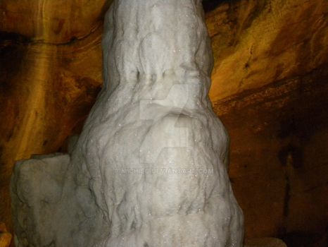 Stalagmite with sparkles by michiec