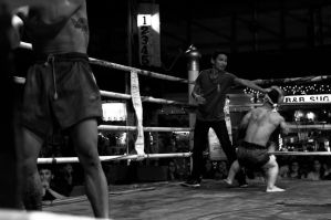 The midget and the ones who lost glory - Muai Thai by SantiBilly