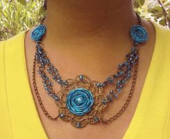 Collar de rosas celestes by Julia-EVS