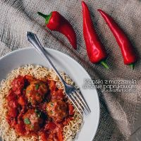 mozzarella meatballs with bell peppers sauce by Pokakulka